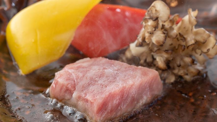 夕食メイン熊本県産牛の陶板焼き
