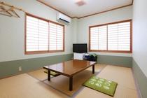 101号室 和室 6畳 角部屋