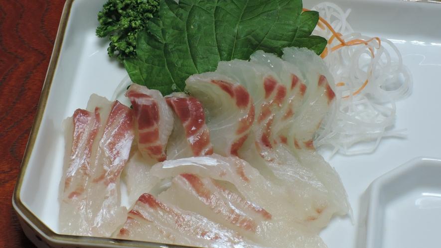 *【夕食一例/お刺身】天草産の新鮮な地魚をお楽しみください。