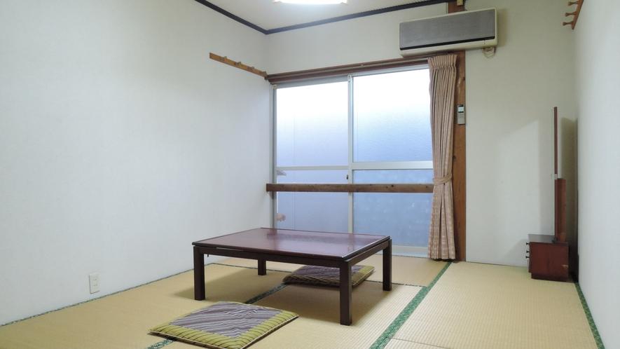 *【和室6畳一例】昭和の雰囲気漂うシンプルな和室。2名様までご利用可能。