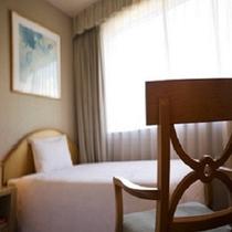 寝室は2部屋×3ベットになります。