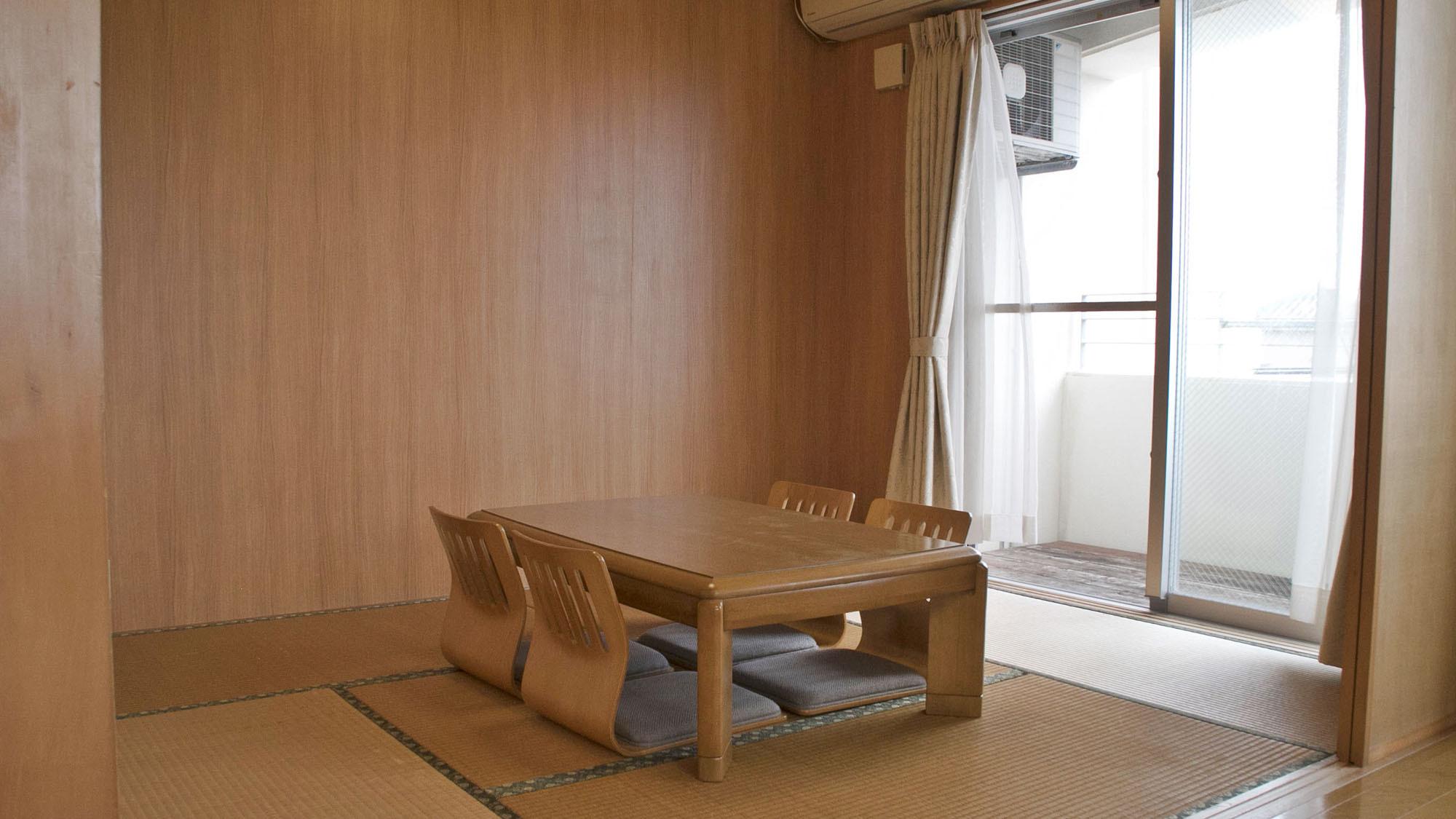 【バルコニーに面した和室】 お昼寝タイムに寝そべってタタミの香りを感じてみて下さい。
