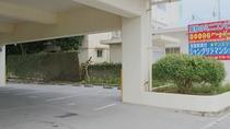 【1階駐車場入り口】
