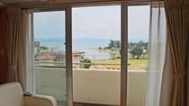 【バルコニーからの眺望/イメージ】 名護市街と海を一望
