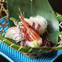 【日本海の幸を使用した新鮮刺身】プリプリとした食感の新鮮なお刺身を味わい下さい