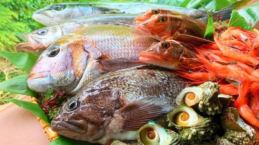 庄内で水揚げされた新鮮な魚をふんだんに使用した和会席膳がおすすめです
