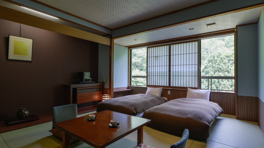 【5階客室〜湯めぐり倶楽部〜和室ベッドタイプ・38㎡】洗練された和の空間と癒しのベッド