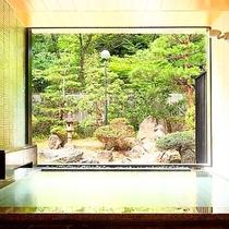 露天風呂~山水~目の前に広がる庭園を眺めながら