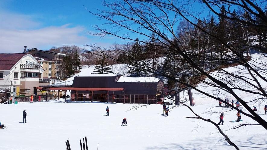 *【当館2階からの景色】志賀高原の玄関口サンバレースキー場が目の前に広がります!