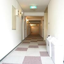 *施設廊下