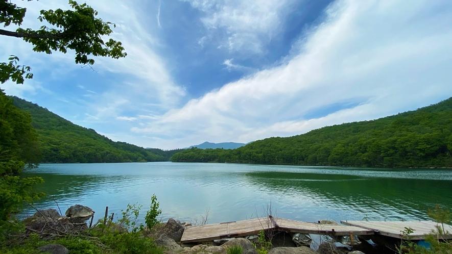 *【琵琶池】夏にはSUPも楽しめます!静かな湖面で行うSUPは初心者にもオススメ。車で約3分