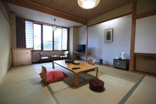 和室10帖で友達同士でもゆったりご宿泊できます