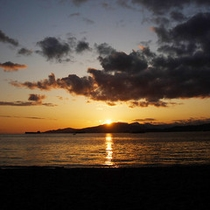 「日本の夕陽百選」にも選ばれている夕日の名所