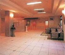 広々とした本館1階ロビー