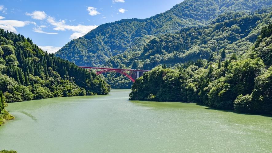 *【庄川峡】当館目の前 季節ごとに表情を変える荘川峡は絶景ですよ^^