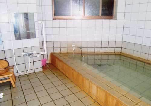 源泉かけ流しの家族風呂(加水)2〜3名用