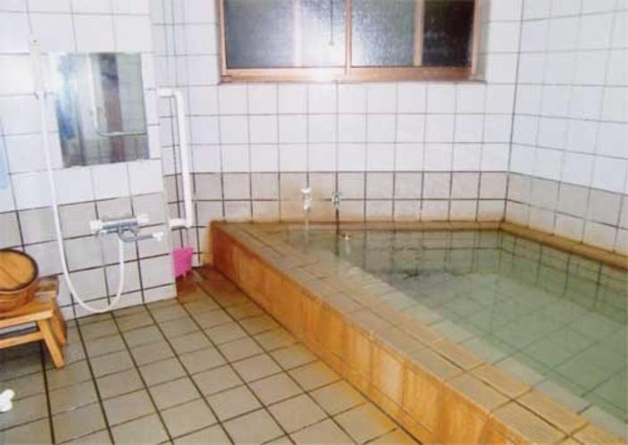 源泉かけ流しの家族風呂(加水)2~3名用
