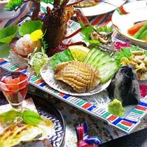 *伊勢海老、サザエ、あわびを満喫する夕食一例