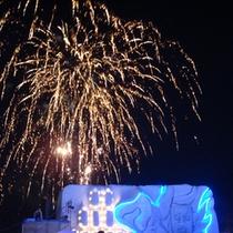 雪像と花火