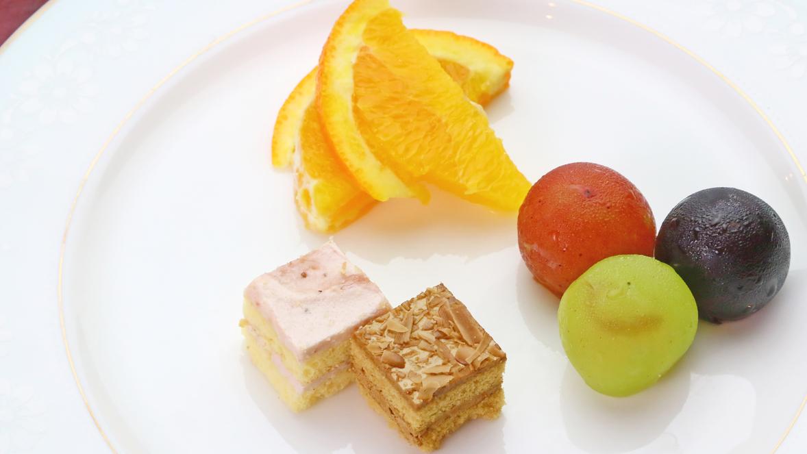 夕食のデザートの一例★季節や仕入れ状況によって内容が変わります。