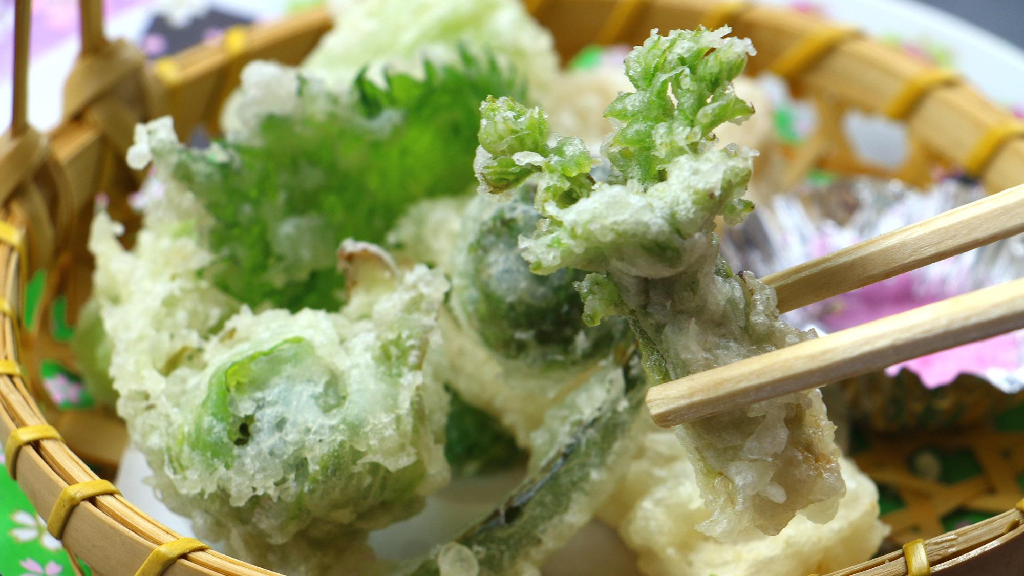 ■お食事一例/〜春〜山菜の天麩羅。