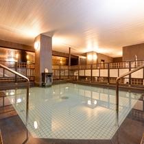 *仏陀の湯/古民家の建具を浴室に配置した大浴場。効能豊かな単純弱放射能泉で疲れた体を癒しましょう。