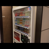 《別館》自動販売機(ソフトドリンク各種)
