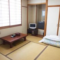 *【客室一例】明るく、落ち着きのある和室6畳。ごゆっくりとお寛ぎください。