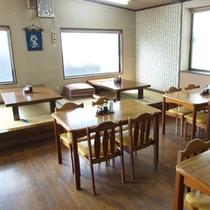 *【食事処】座敷とテーブルのお席がございます。会話を交えながらお食事をお楽しみください!