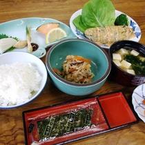 *【朝食一例】お味噌汁、玉子料理、のりなど定番の日替わり和定食をご用意。
