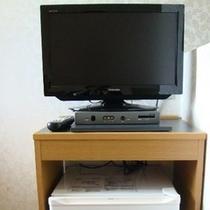 全客室TVと冷蔵庫があります。※お部屋によってレイアウトは異なります。