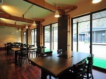 レストラン(間仕切りで個室使用可能です。)