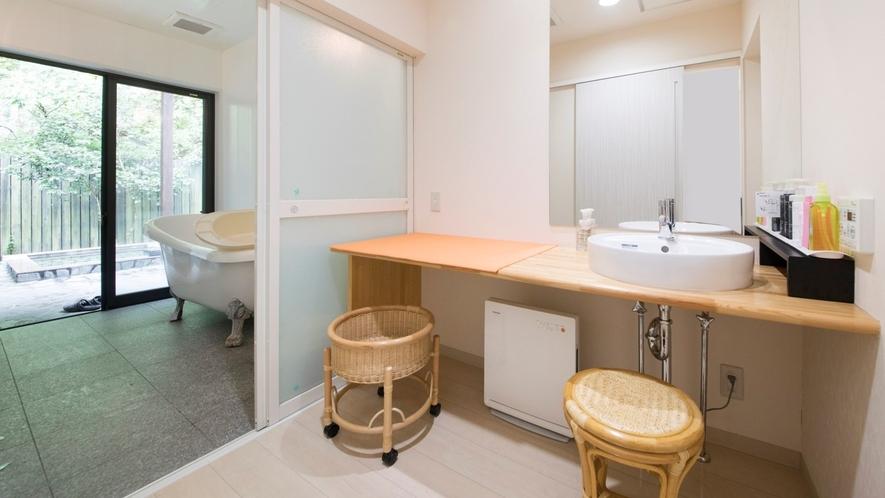 ■各お部屋に広々つかいやすい洗面がございます