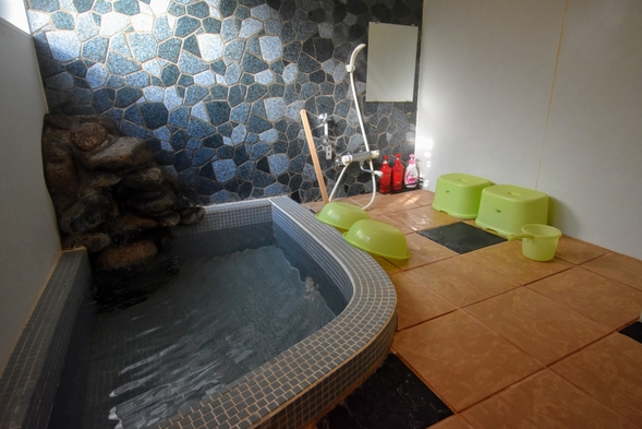 【天然温泉特典付き癒しのプラン】コテージ内に源泉かけ流しの天然温泉が付いています♪