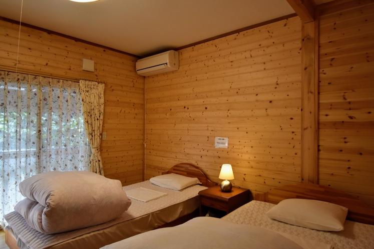 寝室 天然温泉付きハーフログハウス