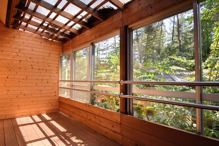 内テラス 天然温泉付きハーフログハウス