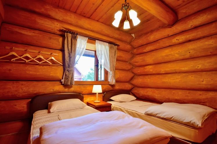 寝室(一例)中ログハウス
