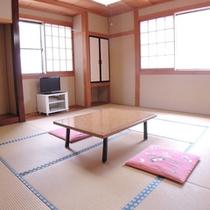 *客室一例/綺麗な夕日や春にはしだれ桜も望める、純和風の清潔感あふれるお部屋です。