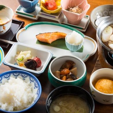 【朝食のみ】地元でも人気の山間の名湯でリフレッシュ♪23時までチェックインOK!