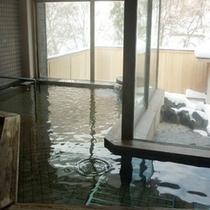 *【大浴場】大きな窓から四季折々の風景をお楽しみ頂けます。