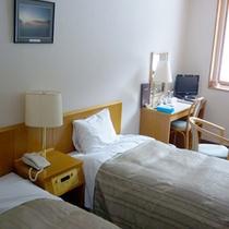 *【客室例】シンプルかつすっきりとした空間にご滞在頂けます。