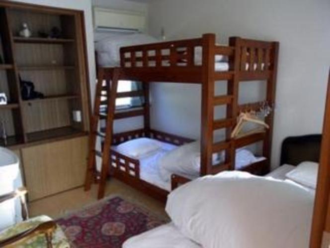 ドミトリー形式の2段ベッドの相部屋(女性用)