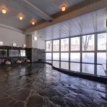 *大浴場/ほんのり薫る硫黄の香りも天然温泉だからこそ。肌に染み入る源泉の心地よさをご堪能下さい。