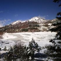 *高谷池ヒュッテからの火打山の雪の様子
