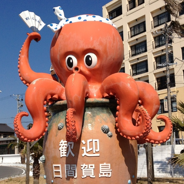 歓迎♪日間賀島へようこそ!東港で出迎えるのは「がっしー」です。日間賀島の別名「多幸(たこ)の島」
