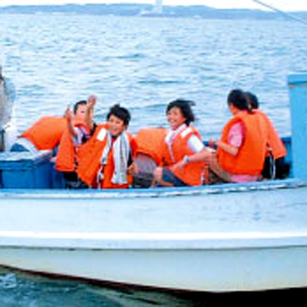 海から日間賀島を眺めながら40分の高速漁船クルージング!運がよければスナメリに出会えるかな?要予約