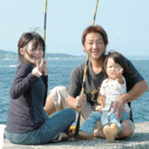 日間賀島は、堤防釣りのメッカ!至る所が釣り場、大物釣りも楽しめます。島には、貸し竿店もあります。