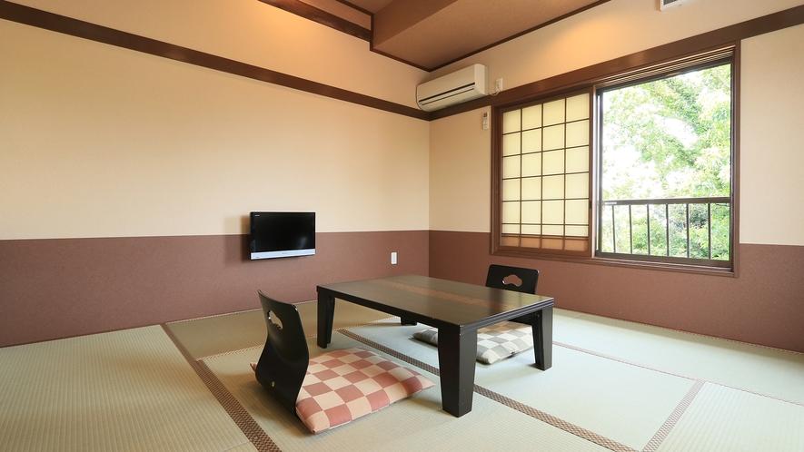 本館8畳◆プライベート重視の方に優しい雰囲気のお部屋でお寛ぎ下さい。冷蔵庫を完備しました。