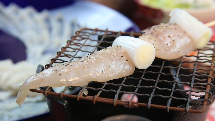 ふぐ串焼き◆プリッとした食感のふぐを香ばしく焼き上げてお召し上がり頂きます。(フルコースのみ)
