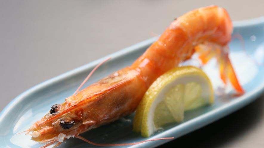 海老の塩焼き◆三河湾は、魚介類の宝庫!新鮮な海老の甘みと旨味をぜひ味わって下さい。